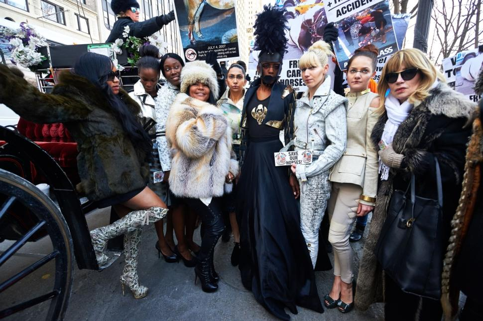 Activists protest Viktor Luna's fashion show in which he used NYC's beleaguered carriage horses (photo: NY Daily News)