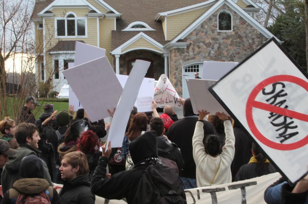 No New Animal Lab Protests at the home of Skanska USA CEO Richard Cavallaro (photo: No New Animal Lab)